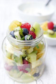 Weight Watchers Rezept - bunter Obstsalat mit Orangendressing und Minze International Recipes, Fruit Salad, Acai Bowl, Diet Recipes, Good Food, Low Carb, Cooking, Breakfast, Desserts