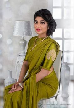 green blouse designs for saree,green blouse designs for saree dark,green blouse designs for saree light Saree Blouse Neck Designs, Saree Blouse Patterns, Designer Blouse Patterns, Green Saree, Green Blouse, Blouse Models, Soft Silk Sarees, Elegant Saree, Fancy Sarees