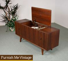 Mid Century Modern 1960s vintage Zenith stereo console with working AM/FM tuner.