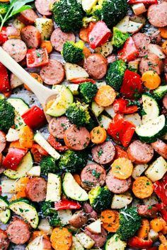 Delicious Italian-seasoned veggies and sausage all made in one pan. A great and healthy meal prep idea! - One Pan Italian Sausage and Veggies Delicious Italian-seasoned veggies and sausage all made in one pan. A great and healthy meal prep idea! Healthy Meal Prep, Healthy Dinner Recipes, Healthy Eating, Cooking Recipes, Healthy Sausage Recipes, Dessert Recipes, Keto Recipes, Cooking Games, Easy Healthy Weeknight Dinners