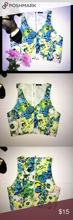 Fora Design Floral Sleeveless Crop Tank Super Cute Sleeveless Tank by Fora | size small-medium | zip up back | double lined | Polyester material | perfect for summer | shoes in photos are also for sale! Fora Tops Tank Tops