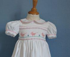 Robe bébé à smocks en velours T 12 mois brodée main de la boutique…