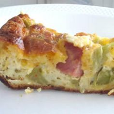 Easy Quiche Recipe - without the ham to make it vegetarian. It was a hit at brunch this weekend and my 2 year old loves them. They reheat well too! Breakfast And Brunch, Breakfast Recipes, Breakfast Quiche, Breakfast Ideas, Dinner Recipes, Easy Quiche, Yummy Quiche, Yummy Food, Tasty