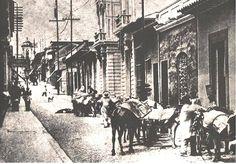 Esquina de Sociedad a Gradillas, 1860, antes de que los vehículos automotores y tranvías eléctricos desplazaran a los coches…