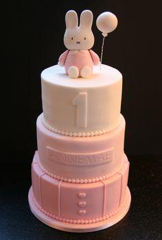 Annemae Rabbit cake