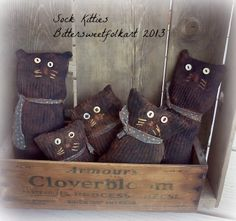 Primitive sock kitties available for purchase. Cat Crafts, Crafts To Sell, Arts And Crafts, Rustic Crafts, Country Crafts, Primitive Folk Art, Primitive Crafts, Quilting Projects, Sewing Projects