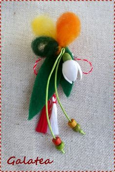Hand Embroidery Flowers, Folk Embroidery, Felt Crafts, Diy And Crafts, Japanese Ornaments, Baba Marta, Wool Needle Felting, Snowman Wreath, Wire Crochet