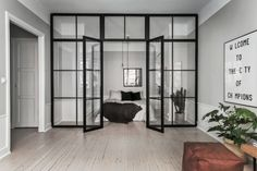 A Scandinavian home with grey walls & an industrial touch (Vosgesparis) Apartment Door, Apartment Design, Clean Apartment, Glass Wall Design, Glass Room Divider, Interior Architecture, Interior Design, Room Interior, Scandinavian Home