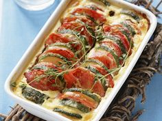 Tomaten-Zucchini-Auflauf | Kalorien: 350 Kcal - Zeit: 20 Min. | http://eatsmarter.de/rezepte/tomaten-zucchini-auflauf