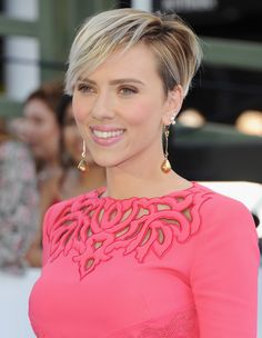 25 of the Most Iconic Pixie Cuts, From Mia Farrow to Zoe Kravitz Platinum Blonde Pixie, Best Pixie Cuts, Mia Farrow, Zoe Kravitz, Mtv Movie Awards, Kris Jenner, Short Pixie, Cara Delevingne, Pixie Haircut