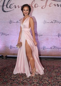 Paolla Oliveira (Foto: Thyago Oliveira / FotoRioNews) Party Fashion, Look Fashion, Evening Dresses, Prom Dresses, Side Slit Dress, Dress Vestidos, Glamour, Designer Gowns, Party Looks