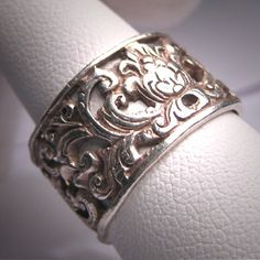 Antique Victorian Wedding Band Vintage Ornate by AawsombleiJewelry, $295.00