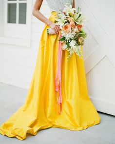 Brides want to find themselves finding the most appropriate wedding day, but for this they require the ideal wedding gown, with the bridesmaid's outfits complimenting the brides dress. Here are a variety of ideas on wedding dresses. A Great Wedding. Wedding Looks, Dream Wedding, Wedding Day, Wedding Tips, Budget Wedding, Wedding Attire, Wedding Bride, Wedding Details, Wedding Ceremony