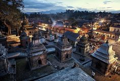 """594 Me gusta, 3 comentarios - RemotExpeditions (@remotexpeditions) en Instagram: """"@remotexpeditions  The capital of Nepal, Khatmandu as I remember it. Just before the night set, I…"""""""