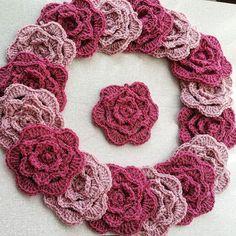 sapphirescrochet  these cuties are ready for the blanket  #crochetroses #roses #handmaderoses #handmade #pink #lovepink #love #crochetofinstagram #crochetconcupiscence #crochetlove #crochet #wreath #pretty