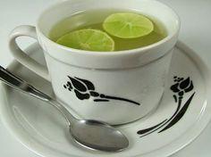 7 razões para beber um copo de água morna com limão ao acordar - Veja a Receita: