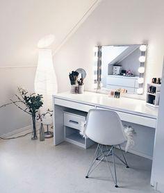 44 makeup room decor to brighten your morning routine 44 Room Ideas Bedroom, Bedroom Decor, Teen Bedroom, Bedroom Inspo, Bedrooms, Makeup Room Decor, Makeup Rooms, Makeup Desk, Vanity Decor