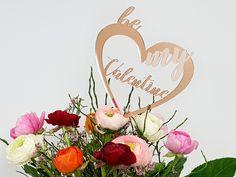 TroGlass - bunte Acrylvielfalt für viele Anwendungen wie z.B. Deko, personalisierte Geschenkartikel uvm.  #HappyValentine #Deko #Blumenschmuck #Blumenschild #Pflanzenschild #Herz #Valentinstag #Trotec #TroGlass #Acryl #Acrylglas #DIY #Inspiration #Lasermuster #LaserCutter #Gravurmaterial Diy Inspiration, Bunt, Place Cards, Place Card Holders, Wreaths, Decor, Laser Engraving, Romantic Gifts, Floral Headdress