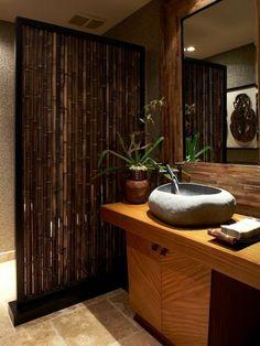 elegante-bambus-dekoration-im-bad-schöner großer spiegel