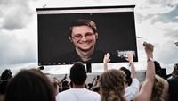 Snowden says exposure of alleged NSA tools may be warning to U.S.