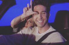 jennifer and david in these photos are pure love! Friends Scenes, Friends Episodes, Friends Cast, Friends Moments, Friends Show, Just Friends, Friends Forever, Ross And Rachel, David Schwimmer