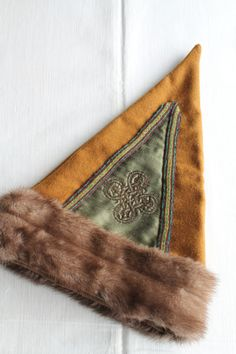 Triangle norse merchant hat, viking hat with mink fur