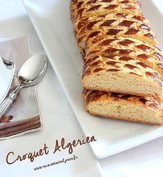 croquants gateau sec algerien Dessert Dips, Cookie Desserts, Dessert Recipes, Arabic Sweets, Arabic Food, Algerian Recipes, Biscuit Cake, Ramadan Recipes, Almond Cookies