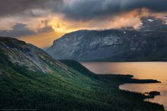 Небесное свето-шоу над долиной Эльмарайок — National Geographic Россия