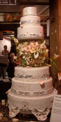 30 ultimate wedding cakes to steal the show cake boss wedding sylvia weinstock wedding cakes celeberity nashville weddings junglespirit Gallery