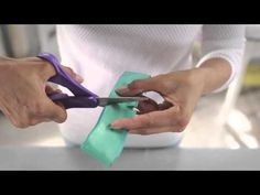 ▶ Giftology: How to Make a Fancy Bow - YouTube