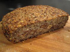 Mir hat das Flohsamen-Brot keine Ruhe gelassen: ich wollte es komplett glutenfrei machen und hab überlegt, wie ich die Haferflocken am besten ersetzen könnte. Ausserdem hab ich mir in den letzten Tagen 2 Brote verdorben, weil die Haferkörner, die ich … Weiterlesen →