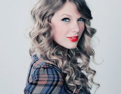 Taylor Swift Red Lips She looked much better like this