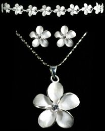 LOVE plumeria!   Got pendant and earrings like these in Hawaii, but the earring are dangles. Now I NEED that bracelet.  ;p