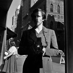 Autorretrato de Vivian Maier tomado el 18 de octubre de 1953 en Nueva York.