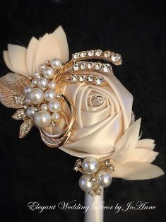 No matter the style of wedding that will need preparation, it will most certainly need flowers. A smaller informal wedding or even a large fancy affair will both need to have their share of flowers. Corsage And Boutonniere, Groom Boutonniere, Boutonnieres, Brooch Corsage, White Boutonniere, Wedding Pins, Gold Wedding, Elegant Wedding, Wedding Ideas