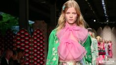 The Gucci Spring Summer 2016 collection had asthetic reference on the 70´s with disco effects translates in sequins, color and glitter that made this collection a desirable one.
