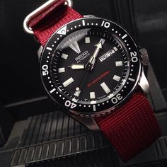 Vintage Watches Seiko - matches the Diver's on the dial - Fancy Watches, Stylish Watches, Luxury Watches, Vintage Watches, Cool Watches, Watches For Men, Seiko Skx, Seiko Watches, Best Looking Watches