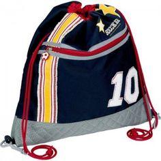 ΤΣΑΝΤΑ ΔΡΑΣΤΗΡΙΟΤΗΤΩΝ SOCCER Πρόκειται για μια τσάντα - πουγγί πλάτης, με θέμα το ποδόσφαιρο Soccer σε μπλε χρώμα με ανάγλυφα κεντημένα σχέδια, κατάλληλη για να τοποθετήσετε στο εσωτερικό της τα απαραίτητα πράγματα για το νηπιαγωγείο, όπως το φαγητό και το νερό. Μπορείτε ακόμη να τη χρησιμοποιήσετε για μια βόλτα στο πάρκο ή στις διάφορες δραστηριότητες του παιδιού. Διαθέτει 2 κορδόνια τα οποία κλείνουν το πουγκί. Διαστάσεις ύψος 40,0 x μήκος 36,0 εκατοστών. Μια τσάντα δραστηριοτήτων της…