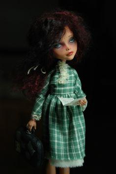 OOAK Cleo de Nile ♥ Custom Repaint Girl with Baggage Art Doll ♥ Monster High | eBay