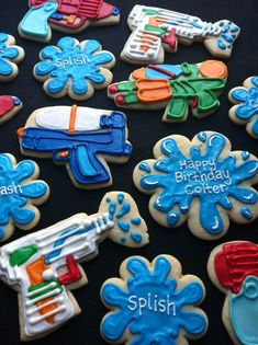 Summer squirt gun fun, water splats these are super cute! Cute Cookies, Cupcake Cookies, Water Gun Party, Water Birthday Parties, Paintball Party, Paintball Cupcakes, Sully Cake, Splash Party, Minions