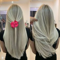 Obraz mo e zawiera co najmniej jedna osoba Silver White Hair, Curly Hair Styles, Natural Hair Styles, Blonde Hair Looks, Beautiful Hair Color, Hair Dye Colors, Girl Haircuts, Love Hair, Hair Highlights
