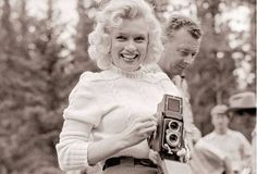 These photographs were taken by John Vachon during the 1953's summer in Canada, where they were filming a movie, it belonged to the magazine Look and was given to the USA Library of Congress in 1971. Marilyn is holding a Rolleiflex 3.5A or MX.