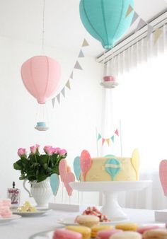 Turn ordinary paper lanterns into hot air balloons for a baby shower Shower Party, Baby Shower Parties, Baby Shower Themes, Balloon Lanterns, Balloon Decorations, Paper Lanterns, Ikea Lanterns, Party Fiesta, Festa Party