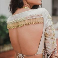 62 Latest Lehenga Blouse Designs To Try in F you're wondering about the latest lehenga blouse designs, you've reached the right spot. A designer lehenga blouse can make your look fresh from fashion couture and stunning. To truly explore you… Blouse Back Neck Designs, Stylish Blouse Design, Fancy Blouse Designs, Bridal Blouse Designs, Latest Saree Blouse Designs, Indian Blouse Designs, Traditional Blouse Designs, Choli Designs, Choli Blouse Design