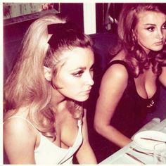 She Devoured Men The Way She Devoured Cigarettes: Sharon Tate and Barbara Bouchet, Playboy London Club Casino 1966 Sharon Tate, Style 60s, Style Icons, 70s Icons, Maquillaje Pin Up, Model Tips, Barbara Bouchet, The Playboy Club, Pelo Vintage