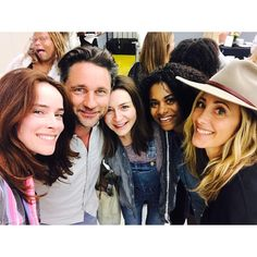 it's table read day. love this crew. 🙌🏼#greysanatomy #wcw