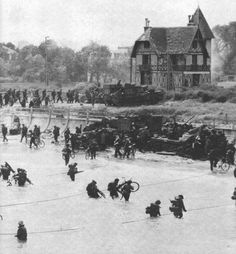Canadian Mobile Troopers landing at Juno beach, Normandy, D-day. Canadian Soldiers, Canadian Army, Canadian History, D Day Beach, Juno Beach, World History, World War Ii, Le Jour Le Plus Long, D Day Normandy