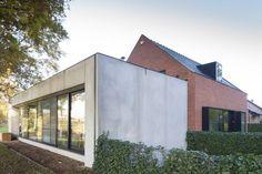 Een woning in haar meest zuivere vorm heeft een zekere schoonheid. Die bewaarde architect Egide Meertens niet alleen, hij versterkte die oervorm ook in de uitbreiding.