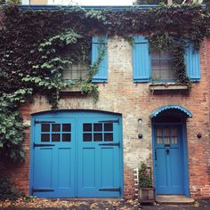 Our kinda Monday blues. O Design, Interior Design, Brooklyn Heights, Carriage House, Garage Doors, Architecture, Outdoor Decor, Monday Blues, Peacock Blue