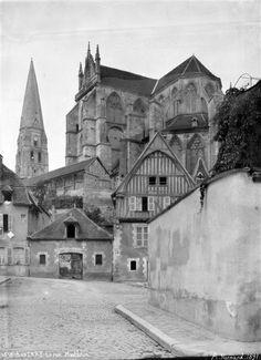Ensemble sud-ouest et clocher isolé, maison à pan-de-bois rue Monbrun  Abbaye Saint-Germain, Yonne    Auteur : Normand Alfred-Nicolas (1822-1909)